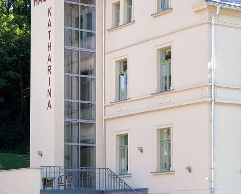 Aufzug Haus Katharina Deutschneudorf aussen